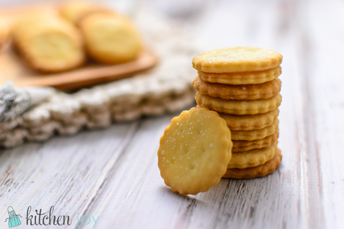 homemade-club-crackers