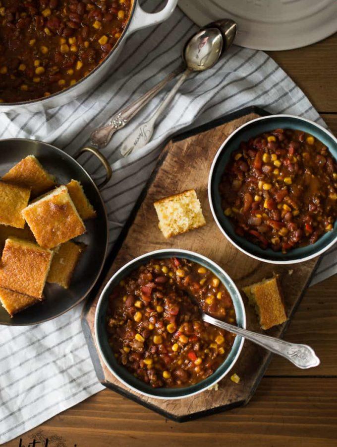 beef chili, cornbread,