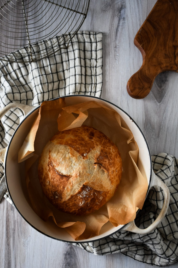 Homemade Dutch Oven Bread Kneaded And No Knead Methods Kitchen Joy